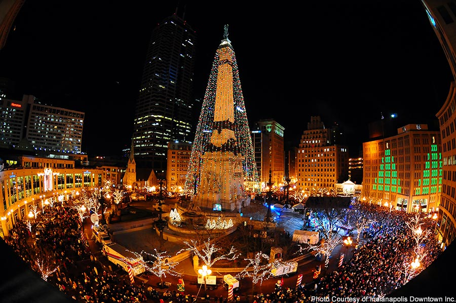 monument circle indianapolis with christmas lights